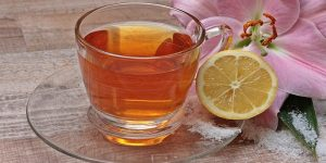 té de cúrcuma y limón